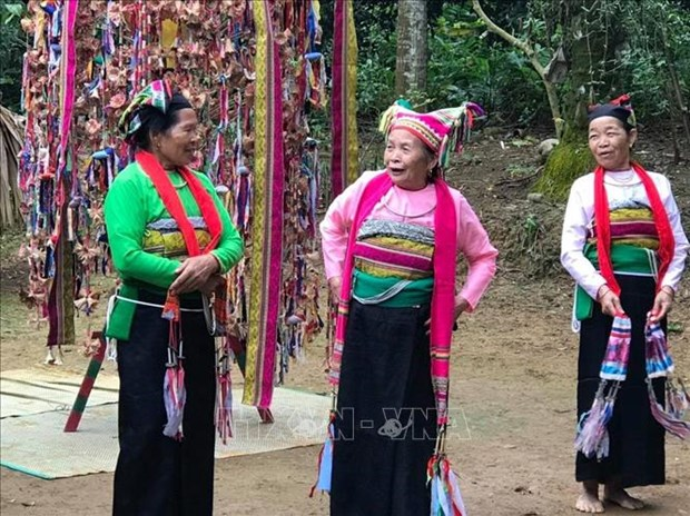 "Nghe nhan Pham Thi Tang - Nguoi luu giu va trao truyen ""hon cot"" xu Muong hinh anh 3"