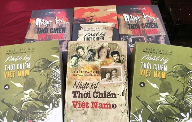 """To chuc Ky luc Viet Nam ton vinh bo sach """"Nhat ky thoi chien Viet Nam"""" hinh anh 1"""