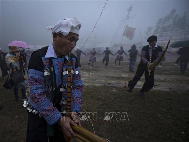 Hoa Binh: Le hoi Gau Tao thu hut duoc hang nghin nguoi tham gia hinh anh 1