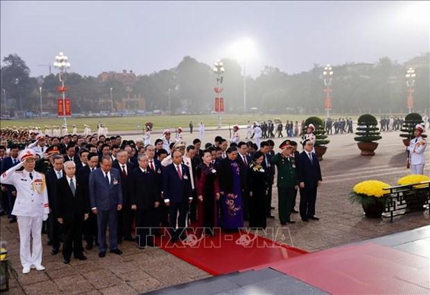 Cac dai bieu du Dai hoi dai bieu toan quoc lan thu XIII cua Dang vieng Chu tich Ho Chi Minh hinh anh 2