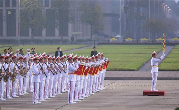 Cac dai bieu du Dai hoi dai bieu toan quoc lan thu XIII cua Dang vieng Chu tich Ho Chi Minh hinh anh 3