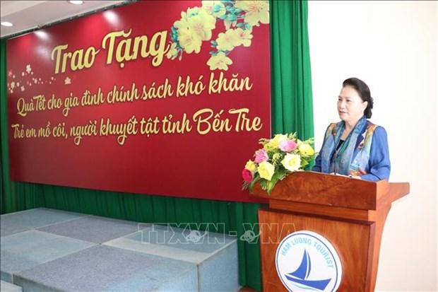 Chu tich Quoc hoi Nguyen Thi Kim Ngan du le trao tang qua Tet cho gia dinh chinh sach, ho ngheo tinh Ben Tre hinh anh 1