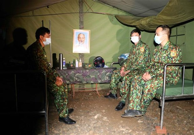 Bo doi Bien phong Lai Chau tang cuong kiem soat bien gioi, ngan ngua nguy co dich COVID-19 hinh anh 2