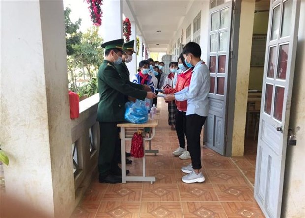 Bo doi Bien phong Lai Chau tang cuong kiem soat bien gioi, ngan ngua nguy co dich COVID-19 hinh anh 6