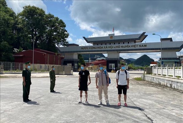 Cao Bang: Trao tra ba cong dan nuoc ngoai nhap canh trai phep vao Viet Nam hinh anh 1
