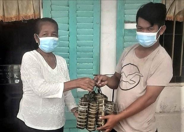 Nguoi dan Khmer Soc Trang chung tay day lui dich COVID-19 hinh anh 2