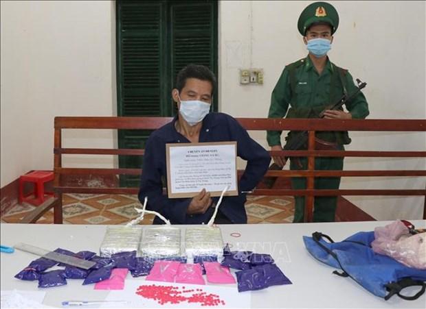 Bat doi tuong Giang A Lau van chuyen 3 banh heroin va 4.000 vien ma tuy tong hop hinh anh 2