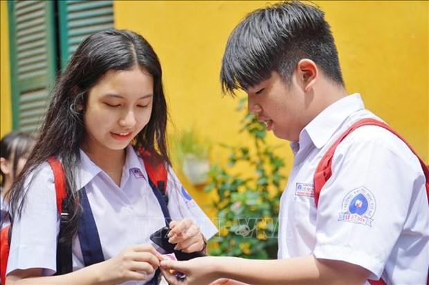 Tuyen sinh lop 10 tai Thanh pho Ho Chi Minh: De thi Ngoai ngu vua suc voi nhieu thi sinh hinh anh 3