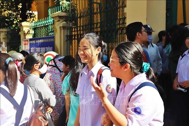 Tuyen sinh lop 10 tai Thanh pho Ho Chi Minh: De thi Ngoai ngu vua suc voi nhieu thi sinh hinh anh 2
