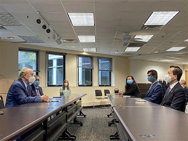 新冠肺炎疫情:越南驻美大使馆向马里兰州捐赠1万只口罩 hinh anh 1