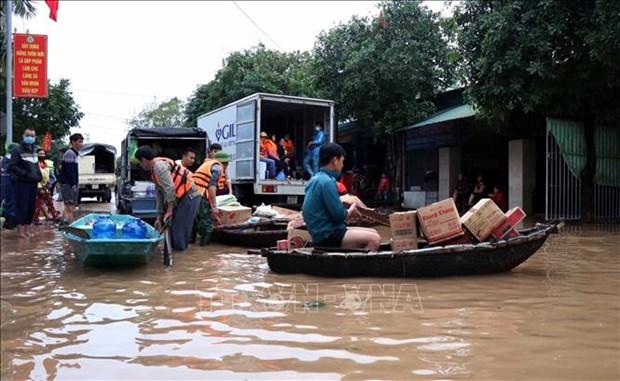 越南驻新加坡、韩国和德国大使馆发起为中部地区民众捐助的活动 hinh anh 1