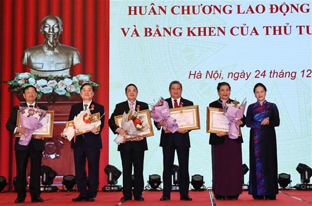 越南国会主席阮氏金银出席国家主席劳动勋章和政府总理奖状授予仪式 hinh anh 2