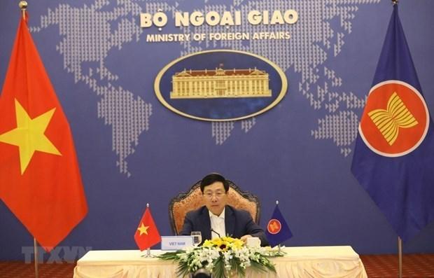 政府副总理兼外长范平明以视频形式出席东盟外长非正式会议 hinh anh 1