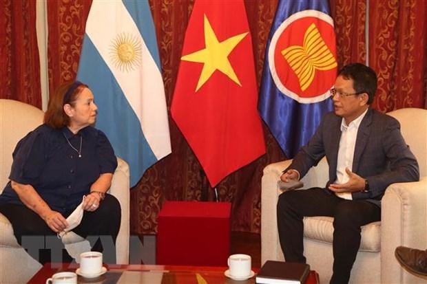 阿根廷专家:越南共产党的英明领导是越南取得成功的关键所在 hinh anh 1
