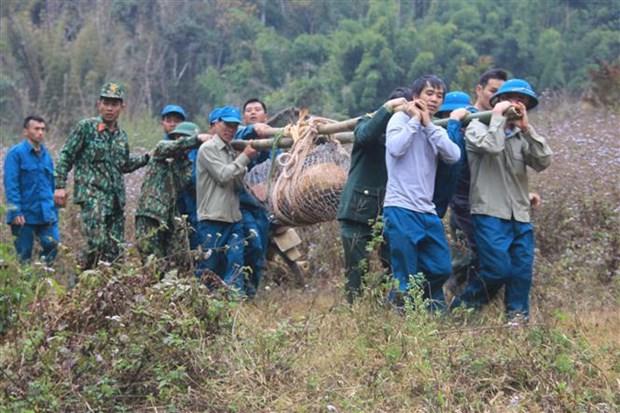 山罗省成功销毁一枚重达340公斤的战争遗留炸弹 hinh anh 1