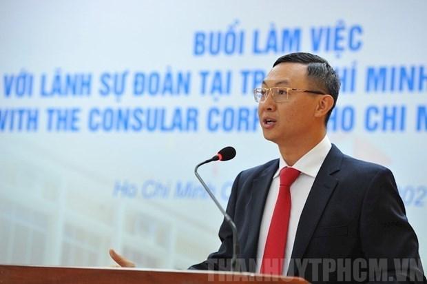 胡志明市外务局与各国驻胡志明市领事代表和名誉领事会面 hinh anh 1
