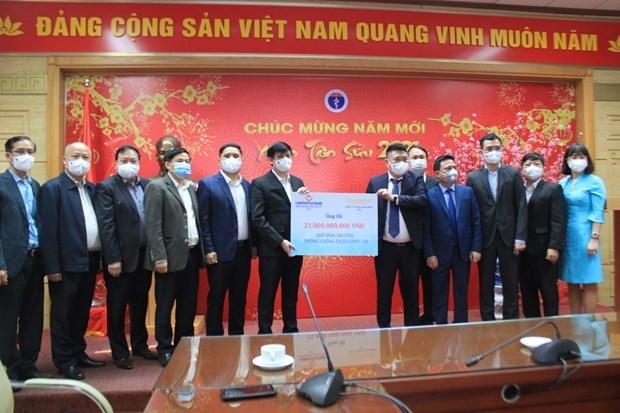 Thaiholdings和联越邮政银行向卫生部提供用于购买新冠疫苗的210亿越盾捐款 hinh anh 1