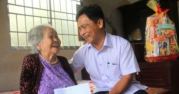 越南全国各部门和地方做好春节前走访慰问困难群众活动 hinh anh 1
