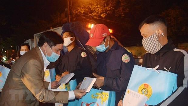越南全国各部门和地方做好春节前走访慰问困难群众活动 hinh anh 2