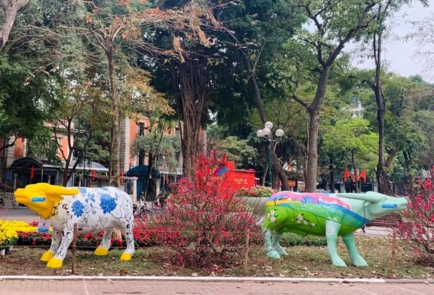 """2021年""""牛游行""""雕塑艺术展亮相河内市中心 hinh anh 1"""