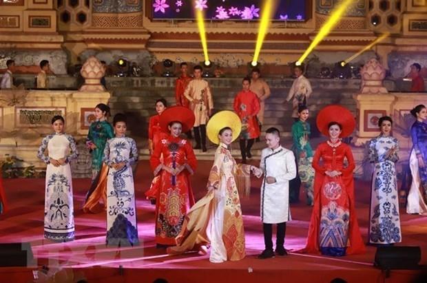 奥黛--蕴藏着越南文化精髓的宝贵遗产 hinh anh 1