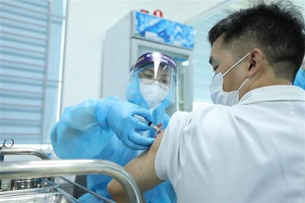 越南继续与新冠疫苗制造商进行谈判致力于为人民进行大规模接种 hinh anh 1