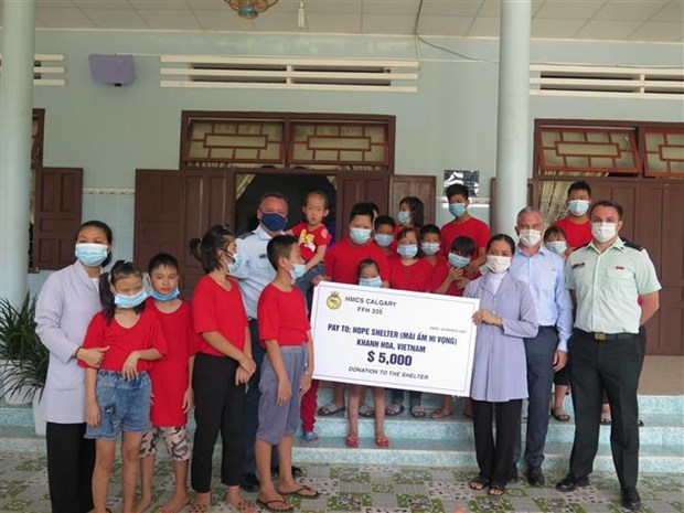 加拿大驻越南大使馆举行设在庆和省的慈善工程竣工仪式 hinh anh 2
