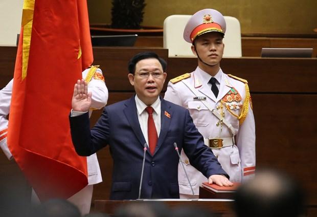 王廷惠同志以98.54%赞成票当选越南国会主席 hinh anh 2