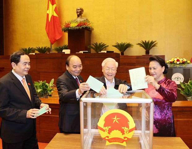 王廷惠同志以98.54%赞成票当选越南国会主席 hinh anh 1