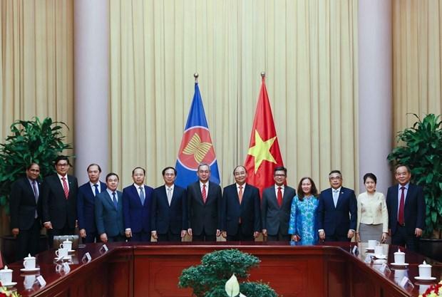 越南国家主席阮春福会见东盟各国驻河内大使、代办 hinh anh 1