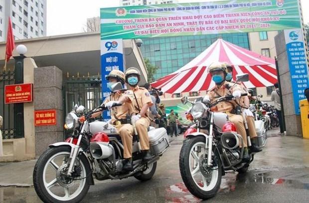 国会主席王廷惠出席公安力量确保选举日安全的出征仪式 hinh anh 2