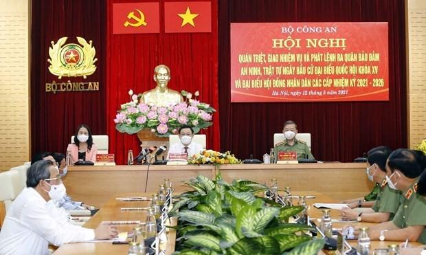 国会主席王廷惠出席公安力量确保选举日安全的出征仪式 hinh anh 1