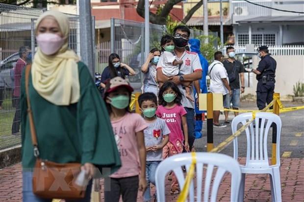 新冠肺炎疫情:马来西亚单日新增死亡病例首次破百 hinh anh 1
