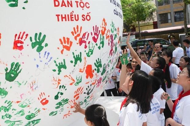 越南举行有创意的切实活动 响应2021年儿童行动月 hinh anh 1