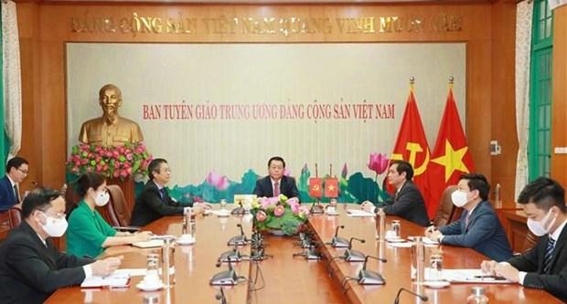 越共中央宣教部部长阮仲义与中共中央宣传部部长黄坤明举行视频会谈 hinh anh 1