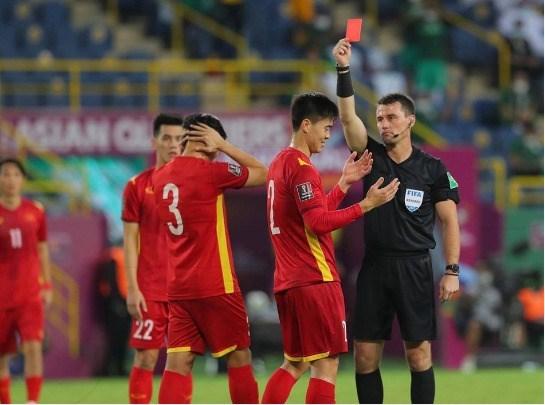 2022年卡塔尔世界杯亚洲区预选赛12强赛:沙特队主场3-1反超越南队 hinh anh 1