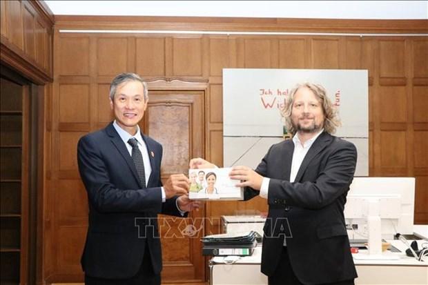 德国世界大学服务机构向越南捐赠18万个快速检测试剂盒 hinh anh 1