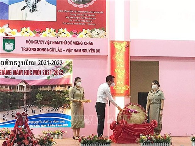 阮攸老越双语学校举行2021-2022学年线上开学典礼 hinh anh 1