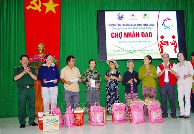 Cho nhan dao ho tro nguoi dan vung bien kho khan o Hoai Nhon hinh anh 1