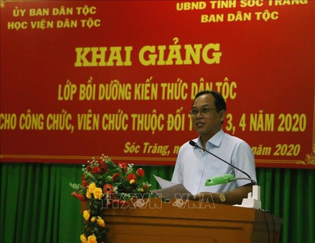 Boi duong kien thuc dan toc cho can bo, cong chuc cong tac tai vung dong bao dan toc thieu so o Soc Trang hinh anh 1
