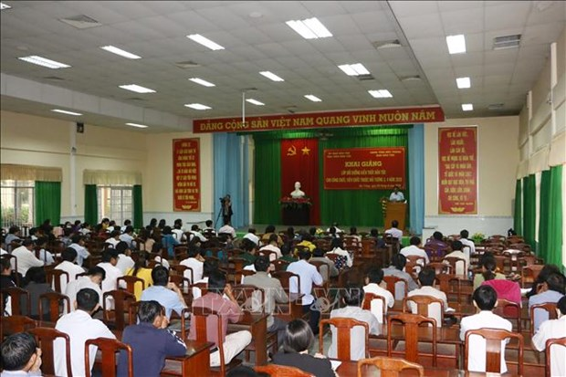 Boi duong kien thuc dan toc cho can bo, cong chuc cong tac tai vung dong bao dan toc thieu so o Soc Trang hinh anh 2