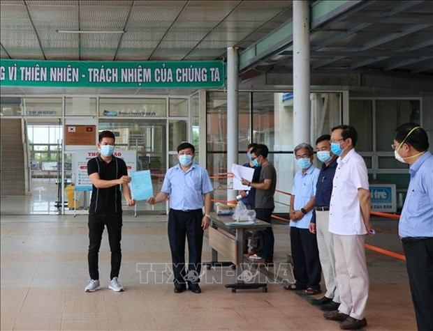 Hai benh nhan 717 va 719 mac COVID-19 xuat vien tai Quang Nam hinh anh 1