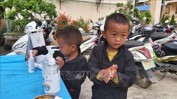 """Bo Y te ban hanh """"So tay huong dan phong, chong dich benh COVID-19 tai cong dong trong trang thai binh thuong moi"""" hinh anh 1"""