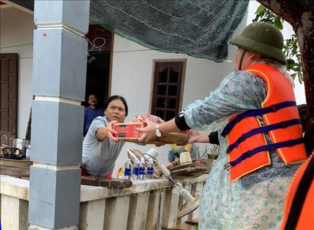 Quang Binh: Am tinh dong bao trong tran lu lich su hinh anh 2
