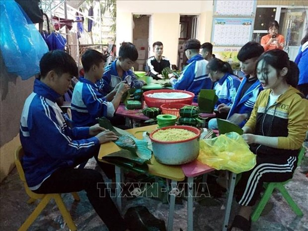 Quang Binh: Am tinh dong bao trong tran lu lich su hinh anh 3