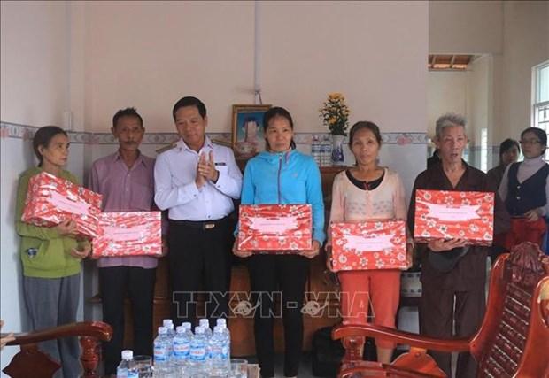 Ban giao nha tinh nghia tang ho ngheo o Phu Yen hinh anh 1