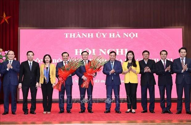 Cong bo quyet dinh cua Bo Chinh tri phan cong dong chi Dinh Tien Dung lam Bi thu Thanh uy Ha Noi hinh anh 2