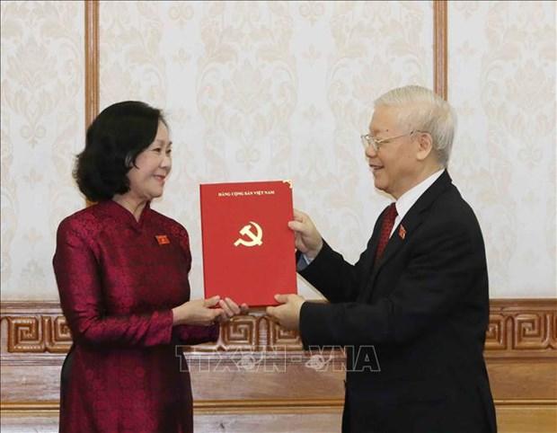 Tong Bi thu Nguyen Phu Trong trao quyet dinh phan cong Truong ban To chuc Trung uong va Truong ban Dan van Trung uong hinh anh 1