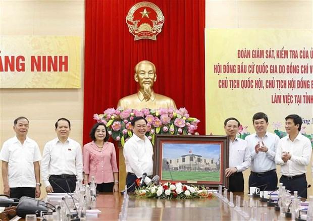Chu tich Quoc hoi Vuong Dinh Hue kiem tra cong tac bau cu tai Quang Ninh hinh anh 7