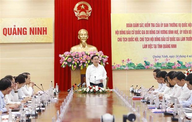 Chu tich Quoc hoi Vuong Dinh Hue kiem tra cong tac bau cu tai Quang Ninh hinh anh 5